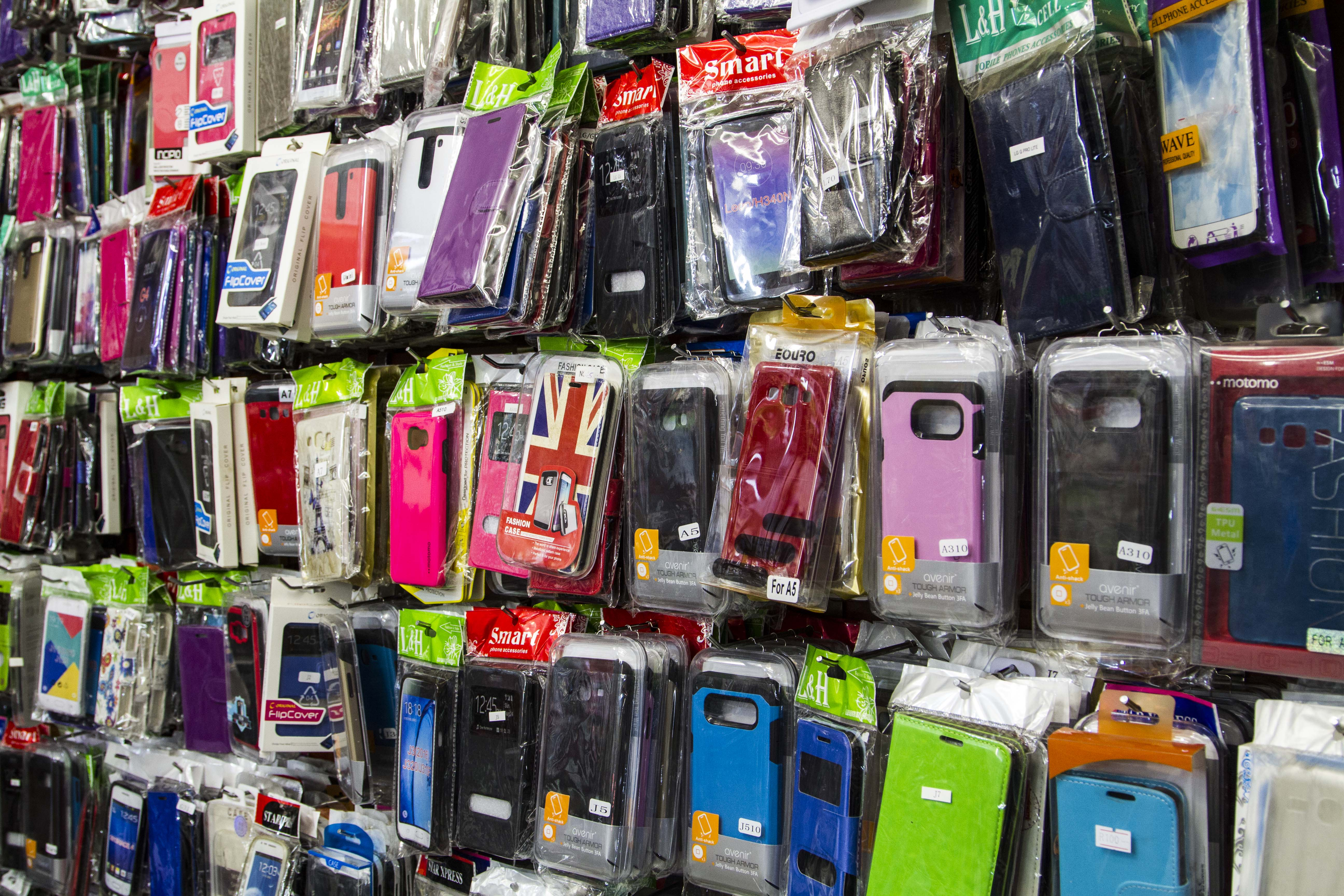 Montana Family Market_Alibaba Cell Phone Shop_various sizes and styles of phone cases